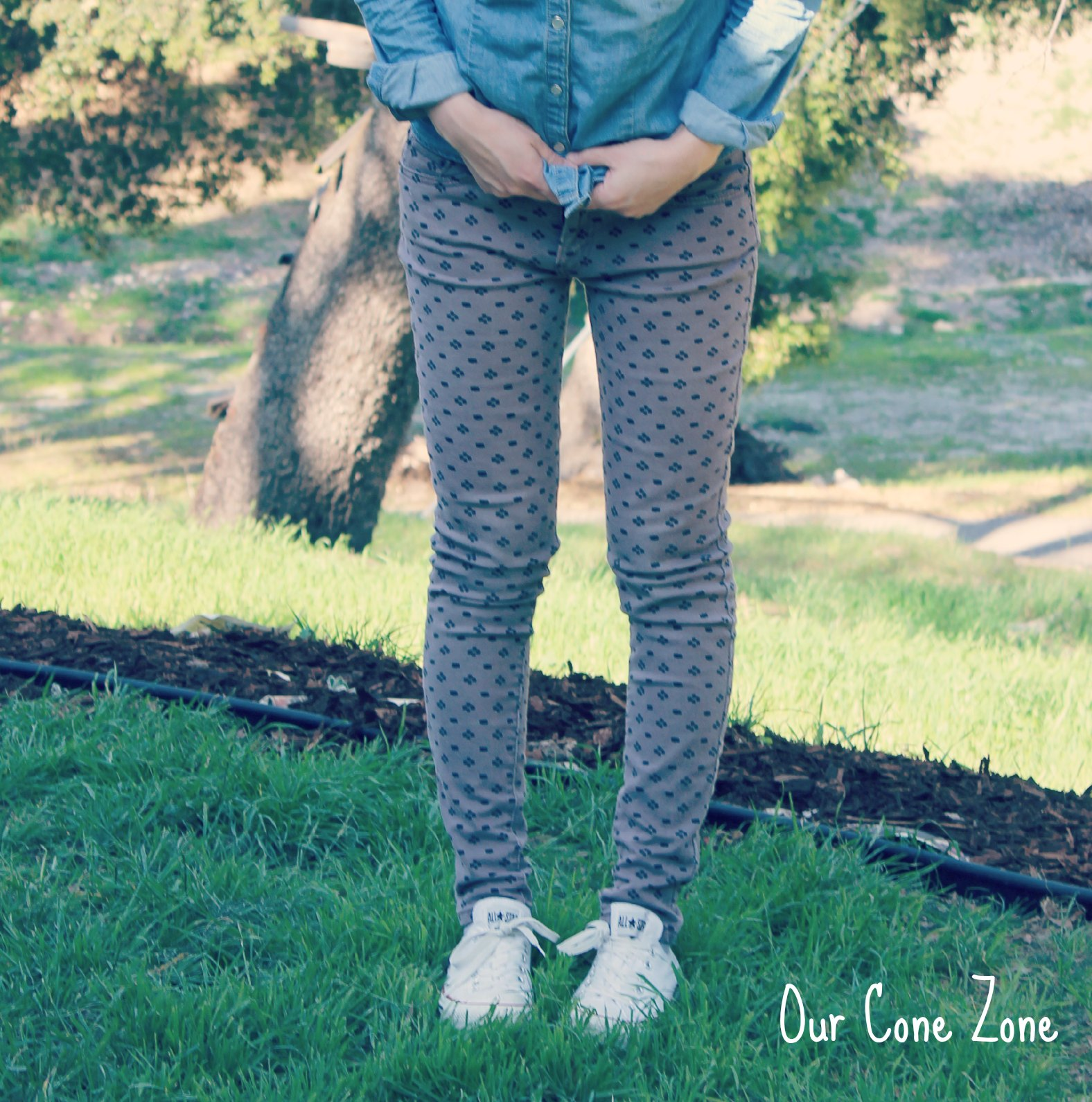 What I Wore Wednesday chambray and printed leggings with converse