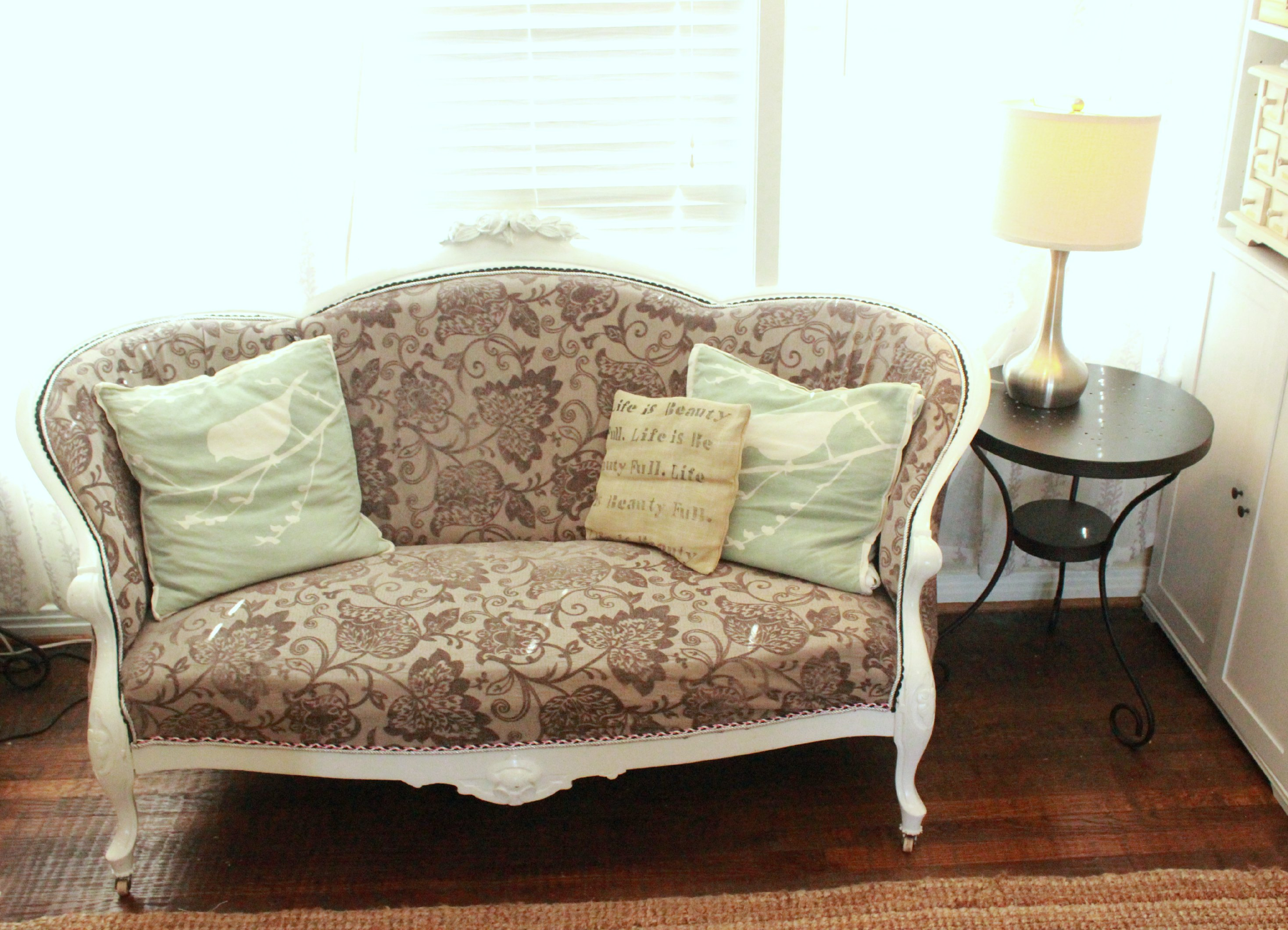 Cottage Living Room Shabby Couch